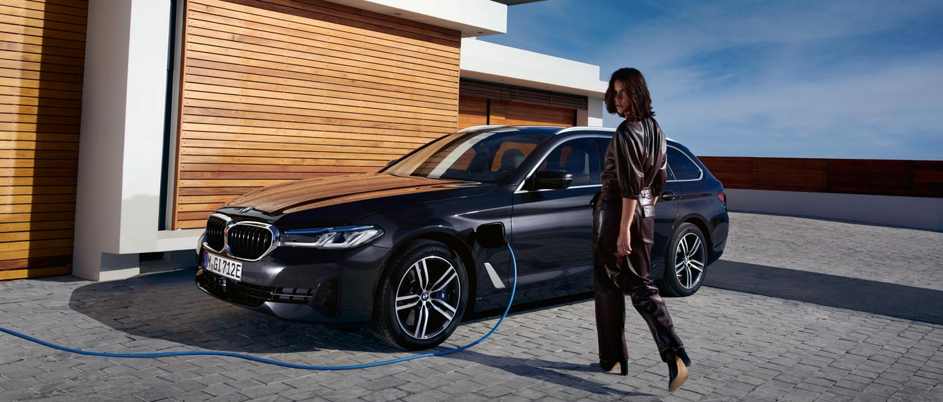 THE 5: DER BMW 520e TOURING PLUG-IN-HYBRID.